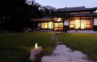 しまなみ海道大三島、宿の庭