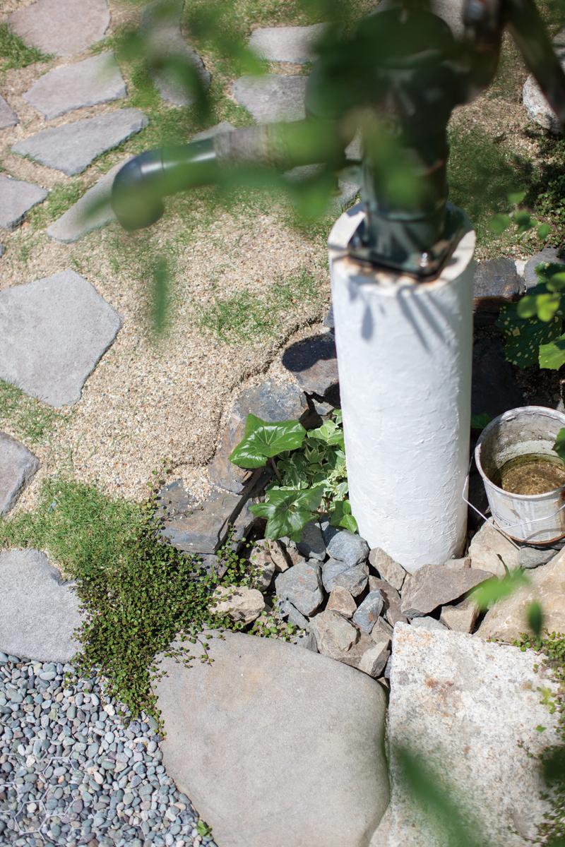 庭園設計・施工・管理 手押しポンプのある前庭 MO邸フロントガーデンリフォーム(滋賀県大津市)