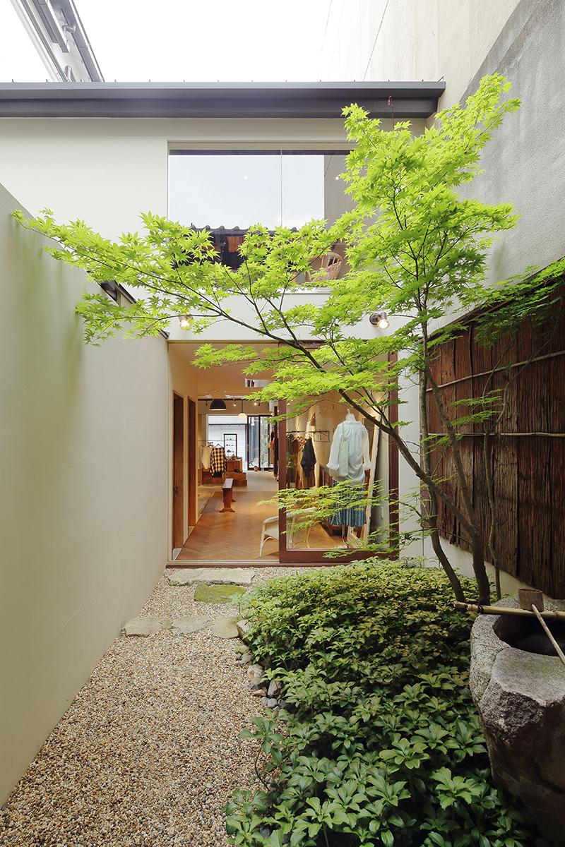 リノベーション 洗練された空間になじむ自然体な和風坪庭/yuni KYOTO(京都市三条寺町)